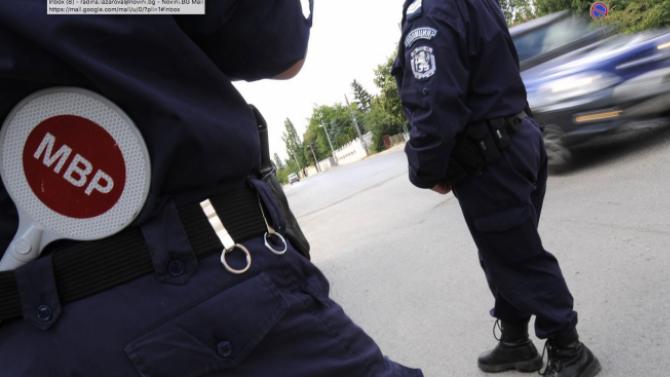 Пиян и без книжка шофьор си спретна гонка с полицаи