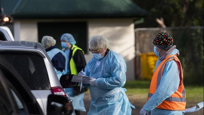 Австралия затегна мерките след нови огнища на COVID-19 и над 10 000 заразени