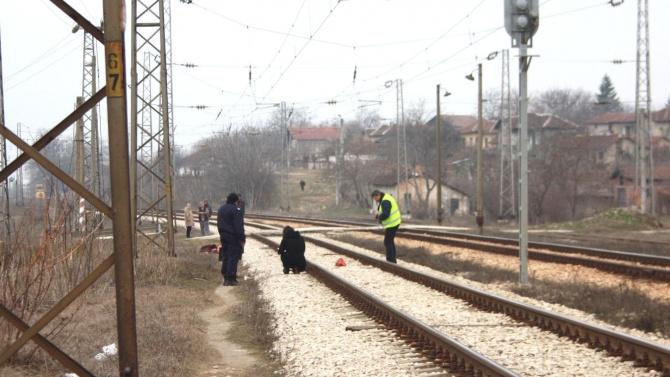 Мъж легна на релсите край Шумен, влак го уби