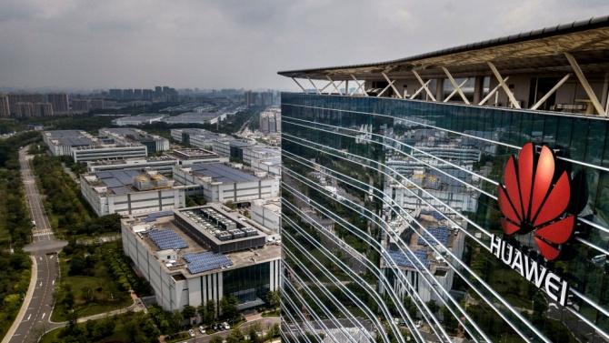 Правителството на премиера Борис Джонсън ще наложи забрана на Huawei