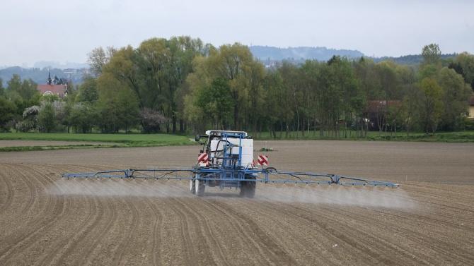 ВАП възложи на Танева да провери тровят ли земеделци храната ни