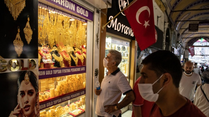 Новите случаи на коронавирус за денонощие в Турция намаляха под 1000 за първи път от повече от един месец