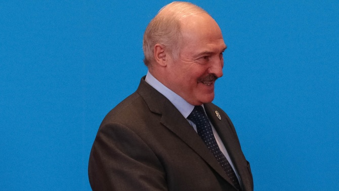 Медии: Александър Лукашенко ще се състезава със себе си