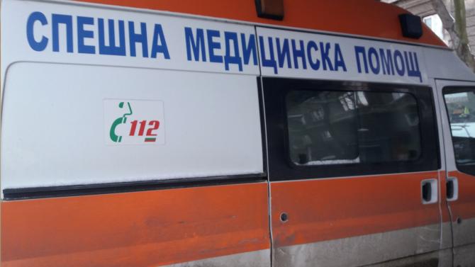 Двама мъже са пострадали при трудова злополука в село Стоб.