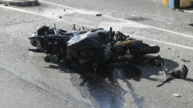 Мотоциклетист е с опасност за живота след катастрофа в Русенско