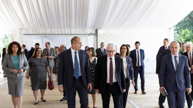 Радев пред посланиците от ЕС: Прозрачността и отчетността следва да са неотменими принципи на управлението