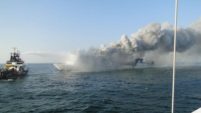 Най-малко 7 кораба горяха в иранското пристанище Бушехр