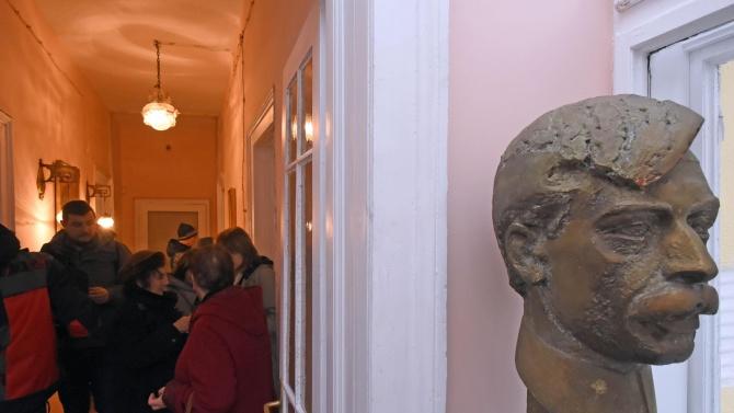 Актьори четат Яворов в Народния театър