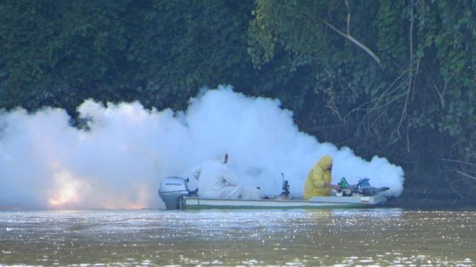 Пръскат срещу комари за пръв път с лодка от река Дунав