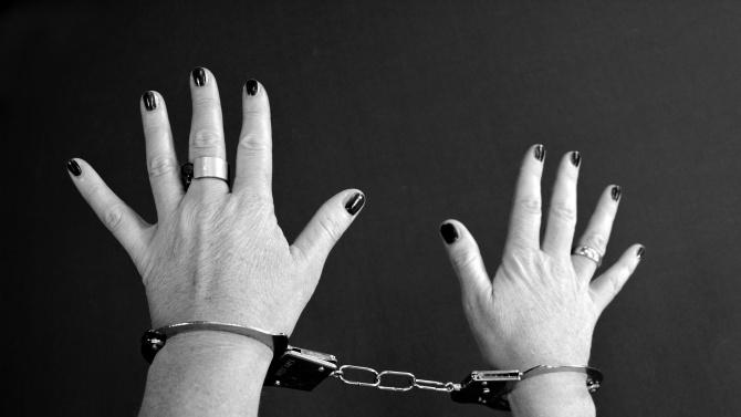 """Арестуваха майката, която преби дъщеричката си и качи клип във """"Фейсбук"""""""