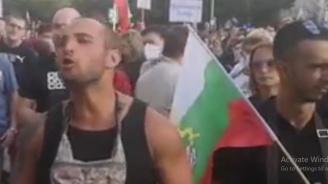 Това ли са борците за нова България? С черни потници и цигари в уста?