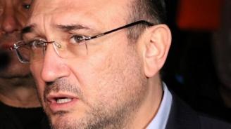 Маринов: Задържани са още 7 лица за атаката срещу бившия Партиен дом
