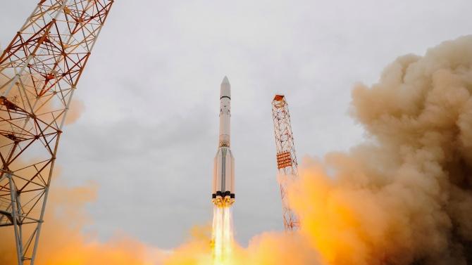 Космическа сонда на ОАЕ започна пътуването си до Марс