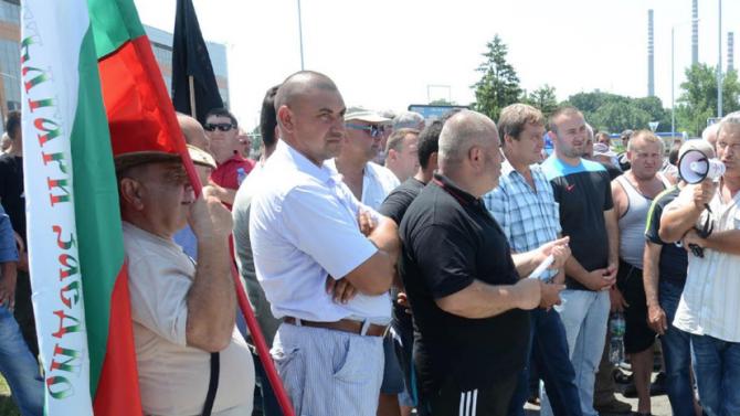 Протест блокира пътя София-Варна в Ловешко