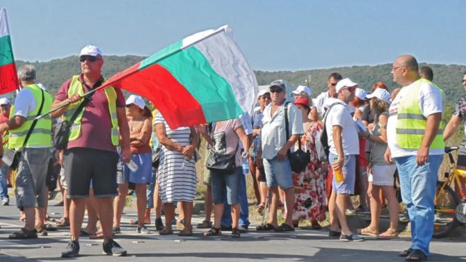 Жителите на ловешкото село Малиново блокираха главния път София -