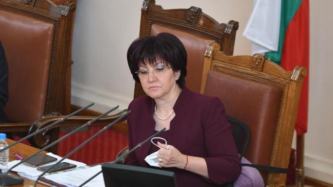 Дебатът по вота на недоверие започна. Караянчева: Премиерът е в Брюксел, решават се важни въпроси