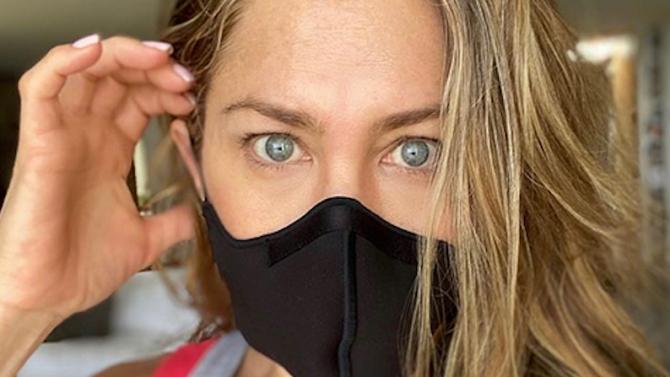 Дженифър Анистън призова да се носят маски, показа снимка на болен приятел