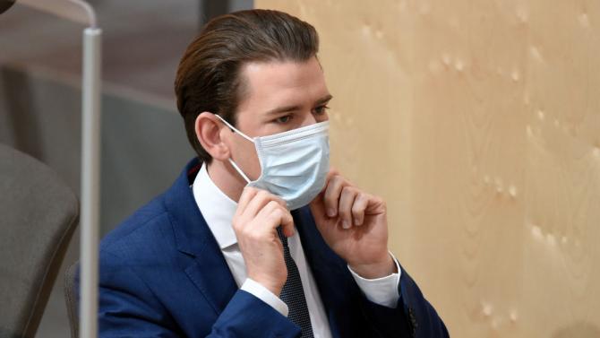 Себастиан Курц: Връщаме маските в супермаркетите, банките и пощите
