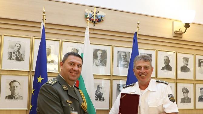 Адмирал Ефтимов се срещна с досегашния и с новия аташе по отбраната на Сърбия в България