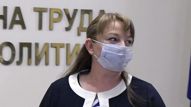 Сачева: Време е Радев да каже дали иска президентска република
