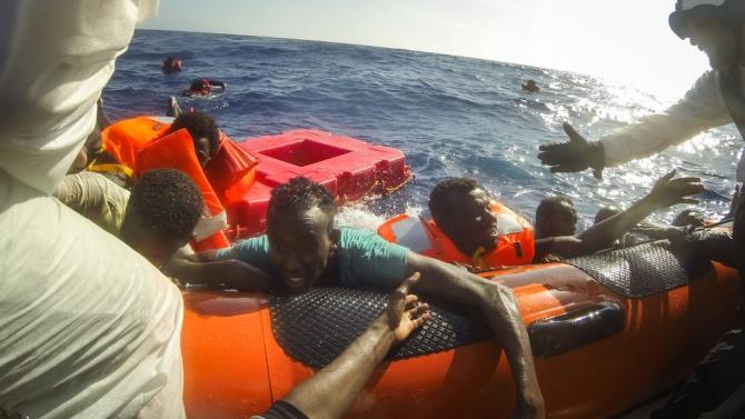 """Кметът на Лампедуза критикува """"неуправляемата"""" мигрантска криза на острова"""