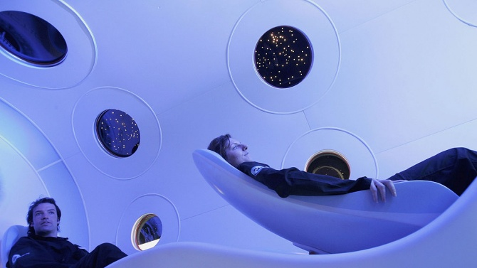 Ричард Брансън показа интериора на кораба си за космически туристи