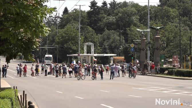 Протестиращи блокираха кръстовището на Орлов мост, предаде репортер на Novini.bg