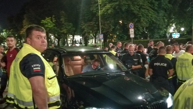 Шофьорът на черния джип от инцидента на снощния протест коментира