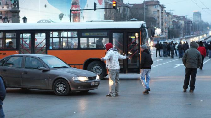 """Заради блокирането на """"Орлов мост"""":  Променени са маршрутите на автобуси и тролейбуси"""
