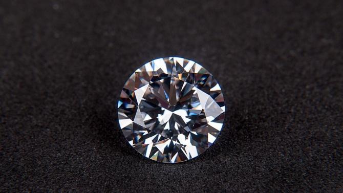 Колие със 115-каратов диамант бе продадено в Ню Йорк за над шест милиона долара