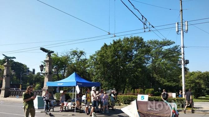 Продължават и блокадите на ключови кръстовища в София, текат преговори