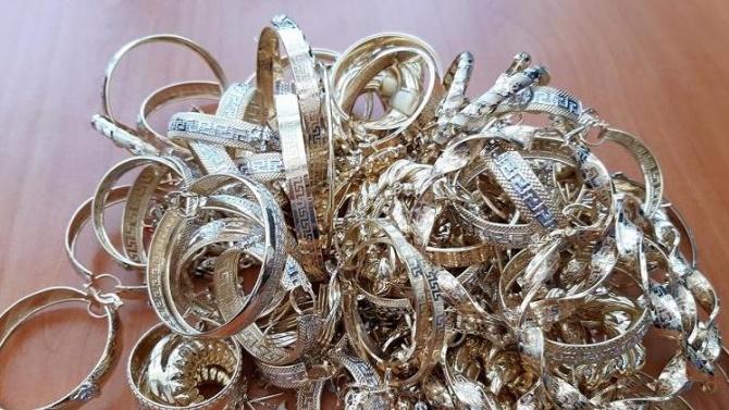 """Над половин килограм златни накити са задържани на """"Капитан Андреево"""""""