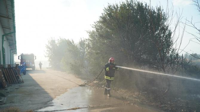 Пожар в автосервиз в Добрич