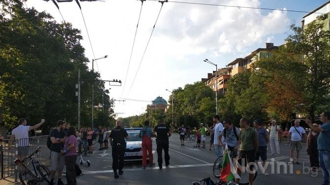 Напрежение на блокадата на Орлов мост, намеси се полиция