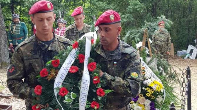 Депутати от НФСБ се поклониха пред паметта на Хаджи Димитър