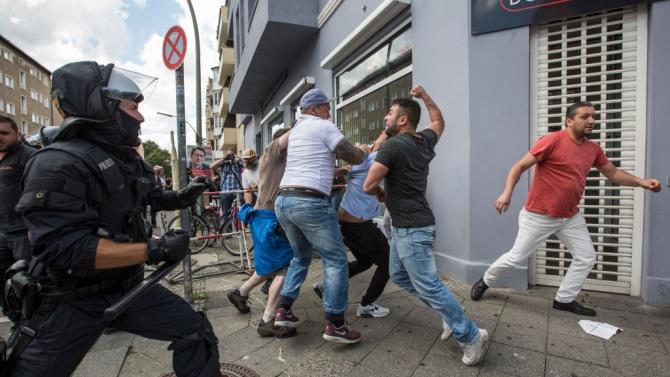 Сблъсъци между полицията и протестиращите в Берлин