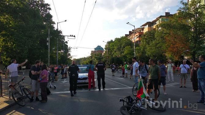 Маршрутите на градския транспорт в София са променени заради протестите