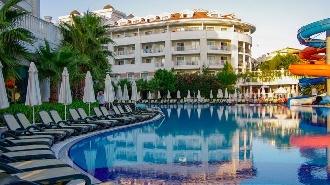 Турските хотели няма да затварят в случай на туристи с коронавирус