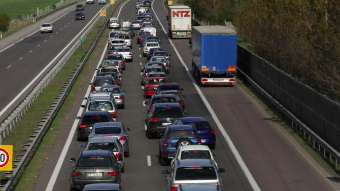 Протестиращи блокираха път Е-79 към Гърция