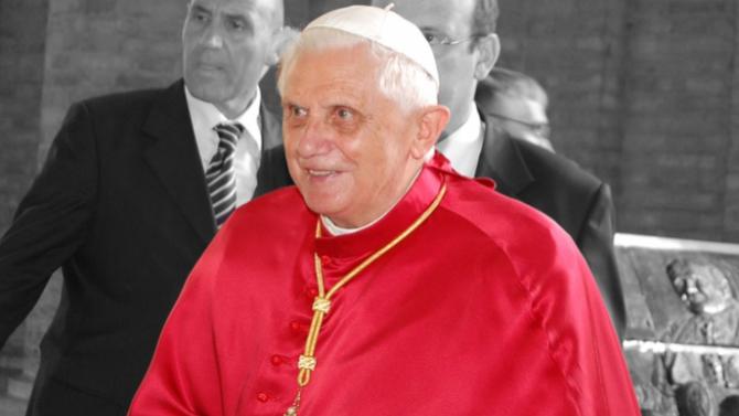 Папата Бенедикт XVI се е разболял след пътуване до родната