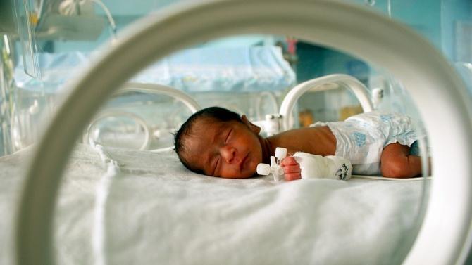 Бебе на 57 дни и 6-годишно дете се лекуват от