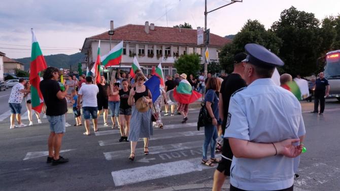 Протестна демонстрация се проведе пред полицията в Благоевград, след блокадата