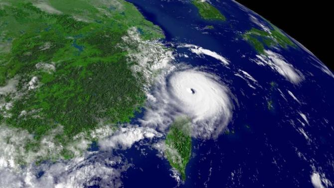 Мощен тайфун връхлетя източното крайбрежие на Китай