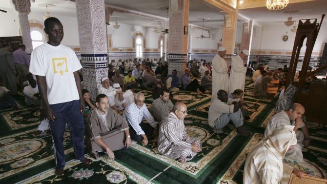 Алжир отваря прогресивно джамиите и плажовете