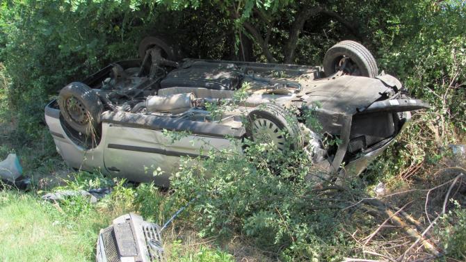 Двама са загинали и 37 са ранени при пътни инциденти
