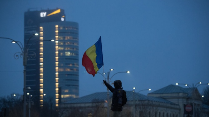 Представители на Асоциацията на учениците в Букурещ протестираха пред сградата