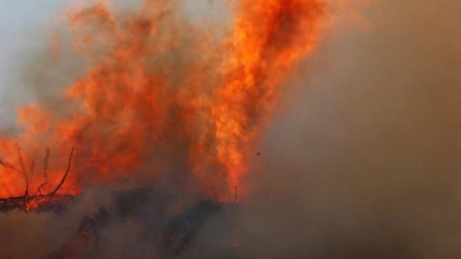 Външно с предупреждение за пожарите в Калифорния