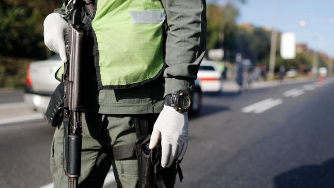 Властите въведоха днес полицейски час в много части на контролирания