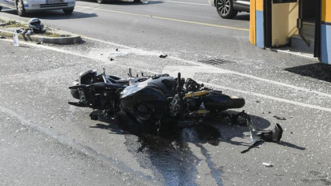 22-годишен неправоспособен водач на мотоциклет пострада при пътен инцидент на