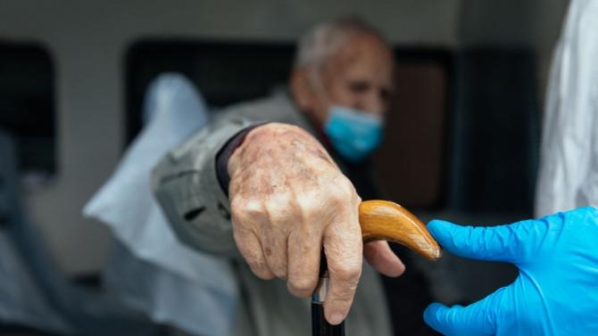 Държавата е готова да подпомогне общините в борбата с COVID-19 в домовете за възрастни